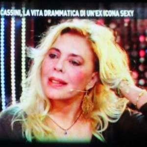 Nadia Cassini irriconoscibile a Domenica Live: Il mio fidanzato ha 32 anni meno di me