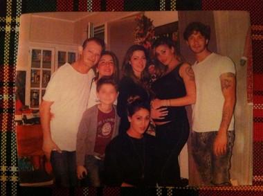 Belen, feste allargate in casa con la famiglia di Stefano
