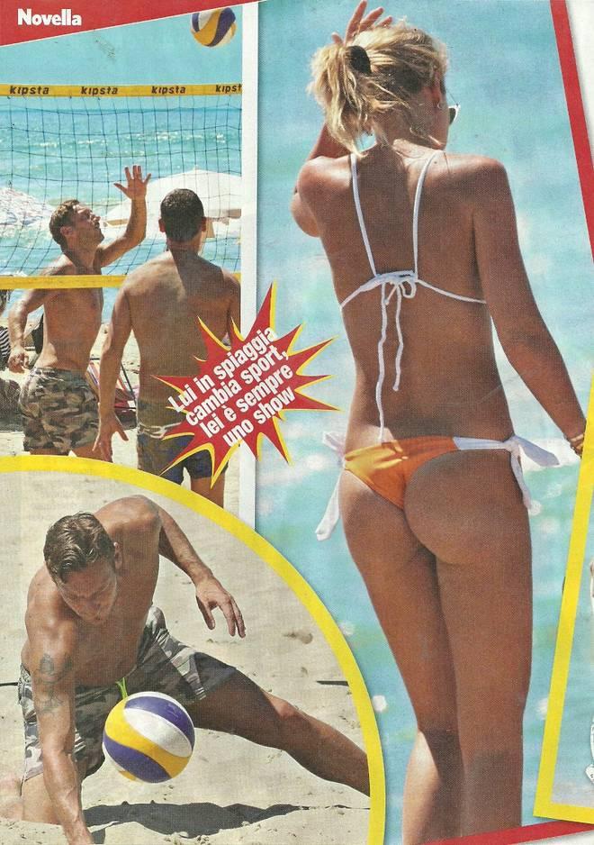 Ilary Blasi sirenetta a Sabaudia: bikini hot in vacanza con Francesco Totti