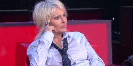 """Anna Oxa choc su Fb dopo la finale di Amici: """"Lascio l'Italia per motivi di sicurezza"""""""