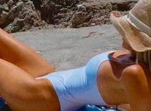5274255_2241_alessia_marcuzzi_costume_spiaggia_fan